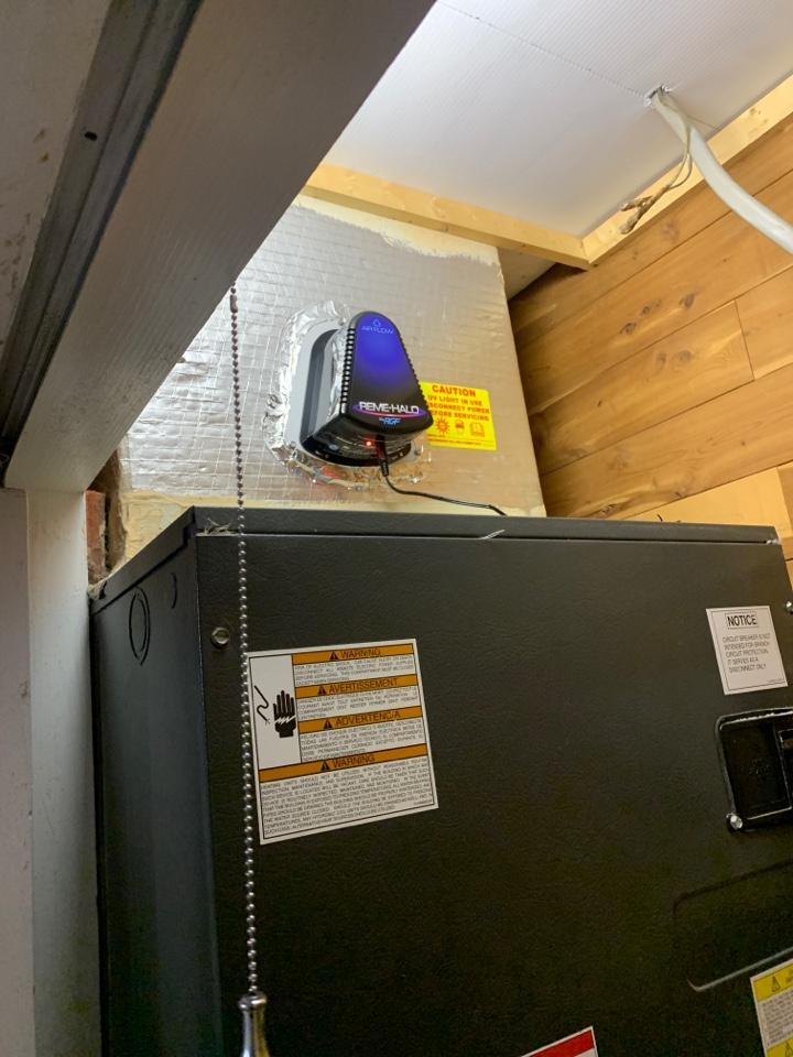 Uv bulb installation