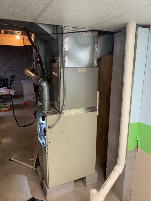 Lewis Center, OH - I found that igniter and blower capacitor are reading out of specifications. I found several hot spots and corrosion on heat exchanger. I gave customer replacement options for the 1995 Bryant gas furnace and quote for a new system.