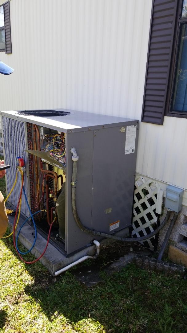Homosassa Springs, FL - Check up on a carrier 3ton heat pump ac pkg unit