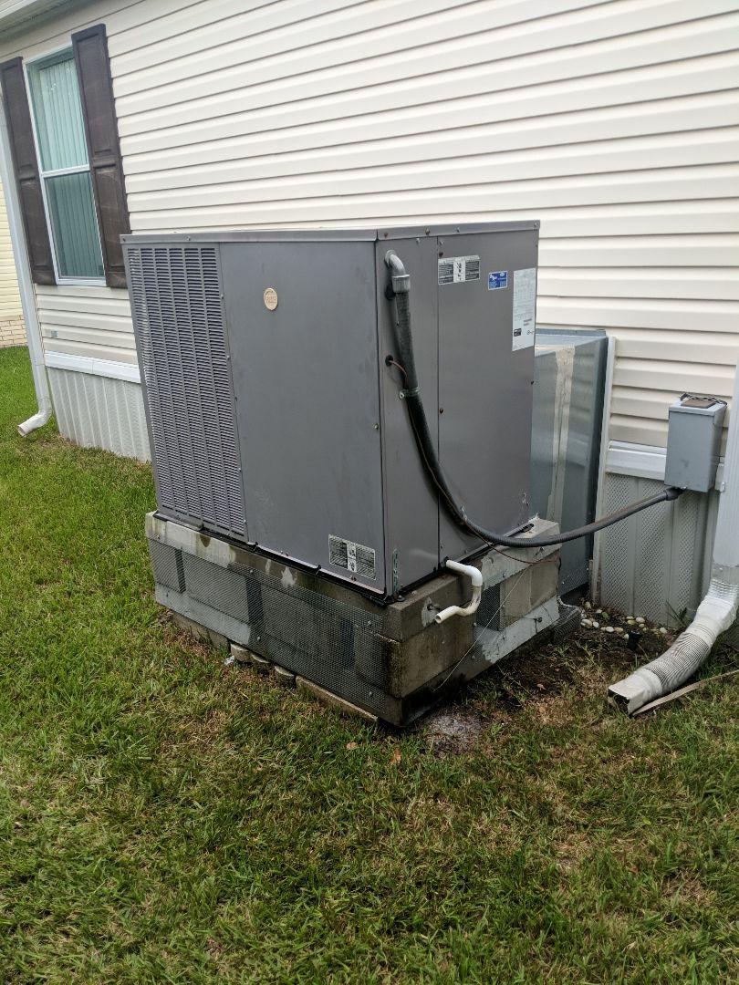 Homosassa Springs, FL - Repair refrigerant leak R410A carrier heat pump package unit