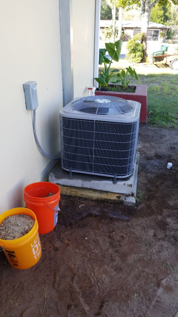 Crystal River, FL - Check up on a carrier 3ton heat pump ac system
