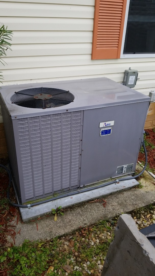 Homosassa, FL - In significant stat and fan motor on a the vaire package unit ac with strip