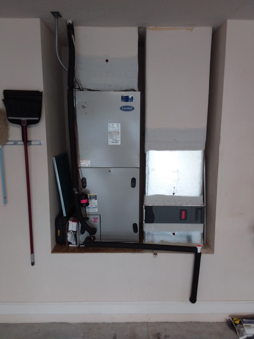 Homosassa, FL - Annual maintenance 3 year old Carrier 4-ton Infinity system with ultraviolet lights installed