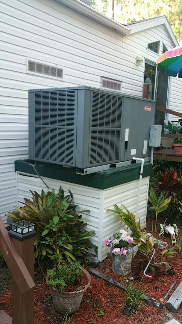 Homosassa, FL - No cool on a goodman ac pkg unit, replace bad capacitor and check charge