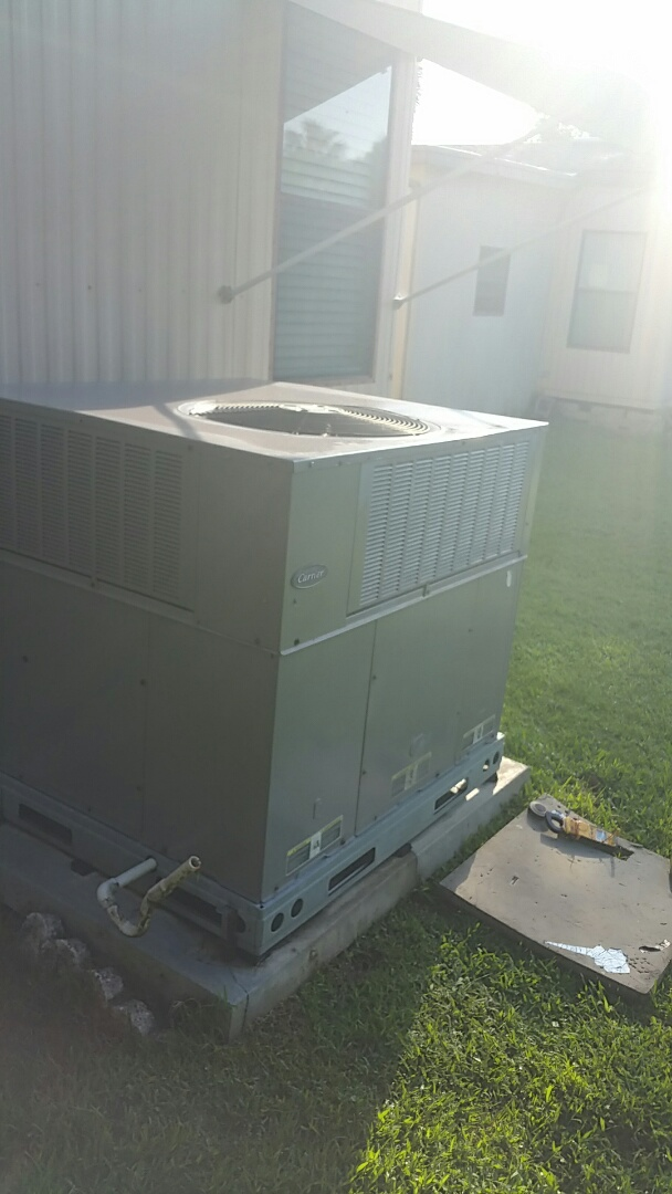 Homosassa, FL - Emergency service no cool on a 3 ton carrier ac pkg unit heat pump, traced short, replace fuse, system up and running normally