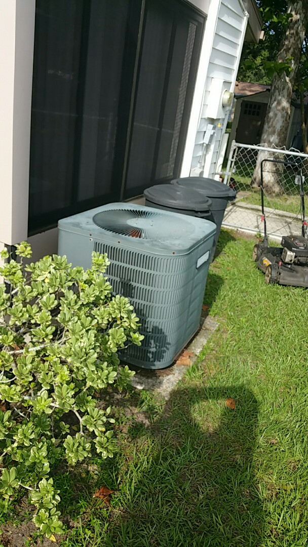 Homosassa Springs, FL - Water leak on a 1.5 ton goodman ac unit, customer purchased new carrier heat pump