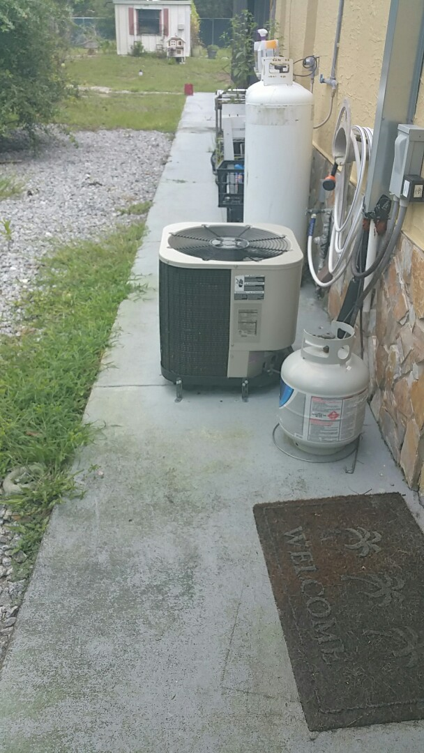 Homosassa Springs, FL - Water leak on a 2 ton nordyne heat pump ac system, unclog condensate drain