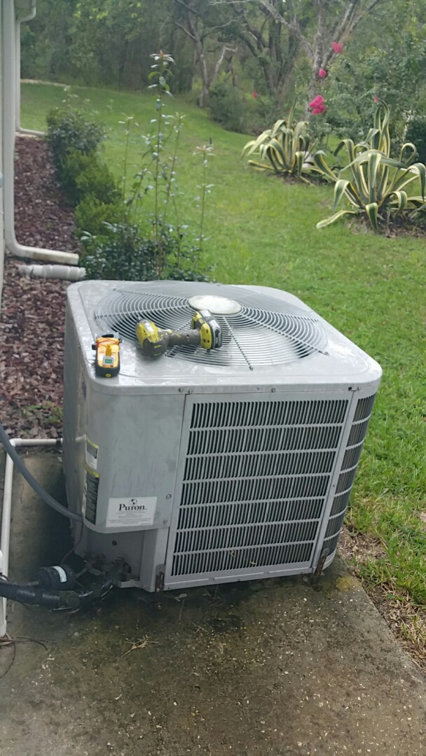 Homosassa, FL - No cool on a carrier 3 ton heat pump ac system, replace bad capacitor
