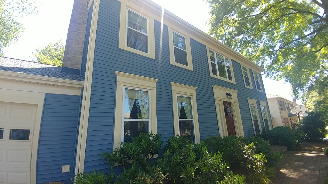 Gaithersburg, MD - New Alside siding and Certainteed Landmark roof shingles.