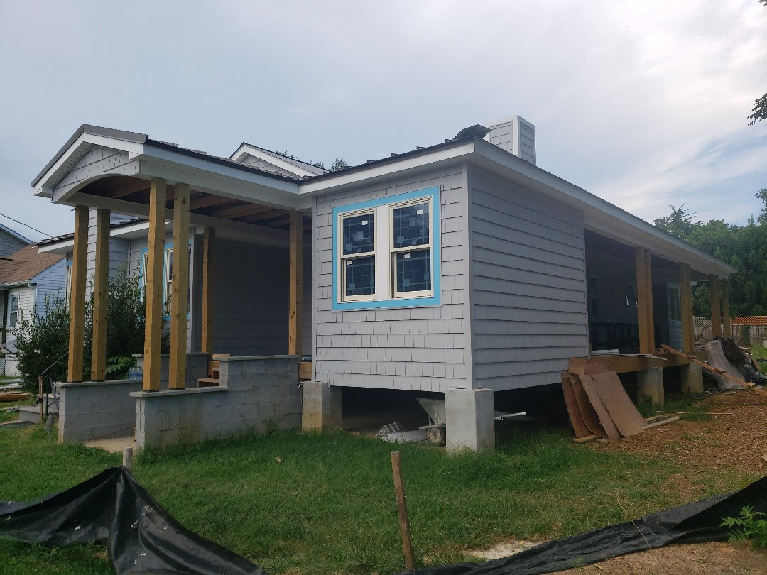 """Annapolis, MD - Certainteed impressions double 7"""" shake siding underway"""