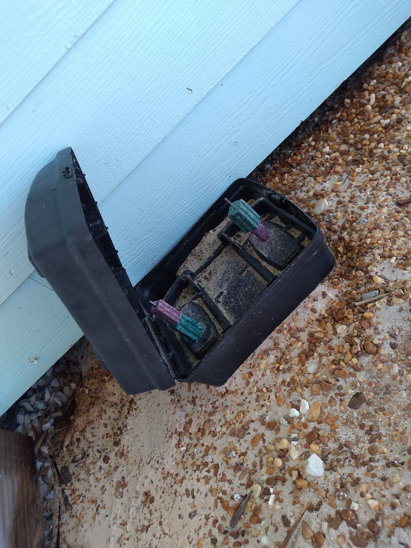 Gulf Shores, AL - Initial call for extermination service due to rats and mice years ago. I have found multiple deceased and no complaints from customer!