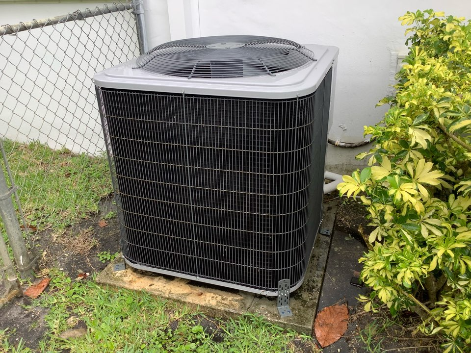 Coral Springs, FL - AC Maintenance Call. Perform routine maintenance per maintenance agreement on Tempstar air conditioning split system.