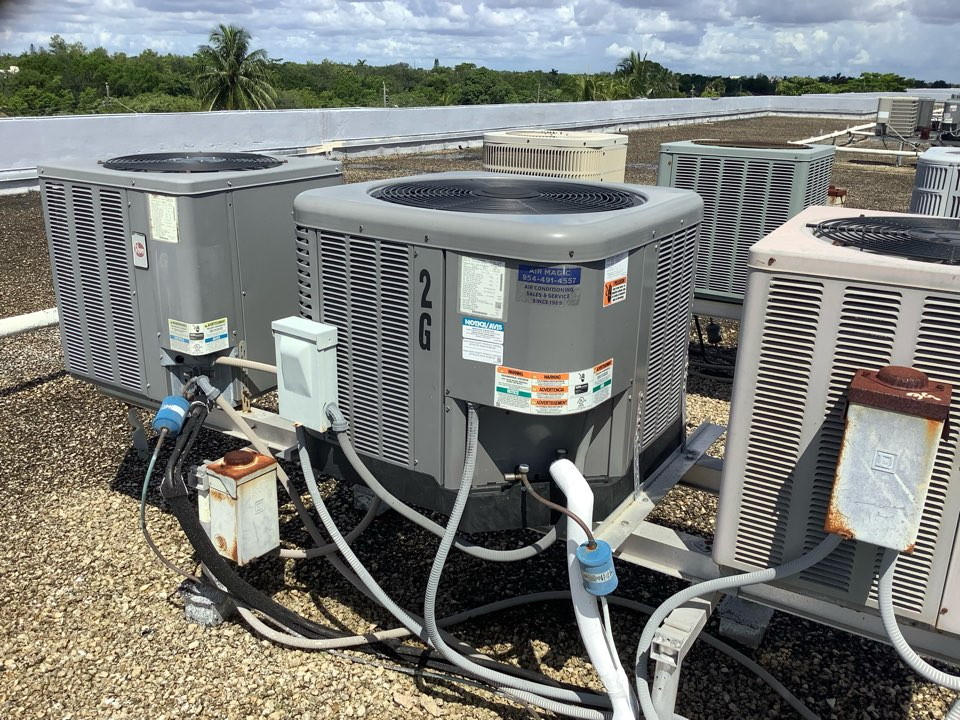 Oakland Park, FL - AC Maintenance Call. Perform routine maintenance on First Company and Ruud air conditioning split system.