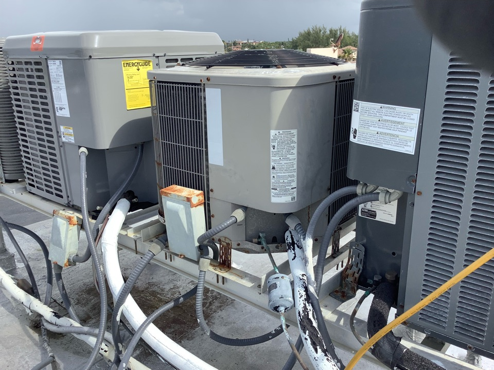 Pompano Beach, FL -  AC Maintenance Call. Perform routine maintenance per maintenance agreement on Bryant air conditioning split system.