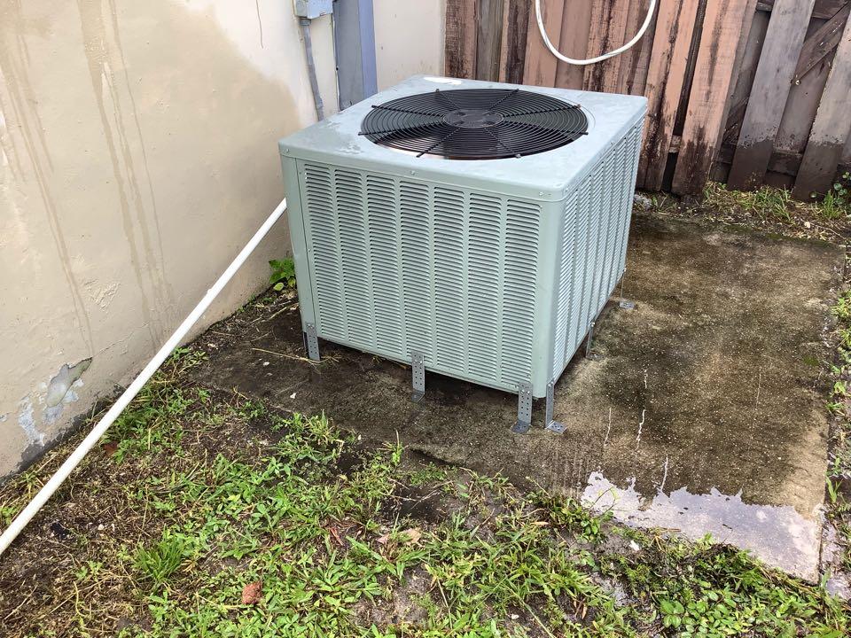 Oakland Park, FL - AC Maintenance Call. Perform routine maintenance on Rheem air conditioning split system.