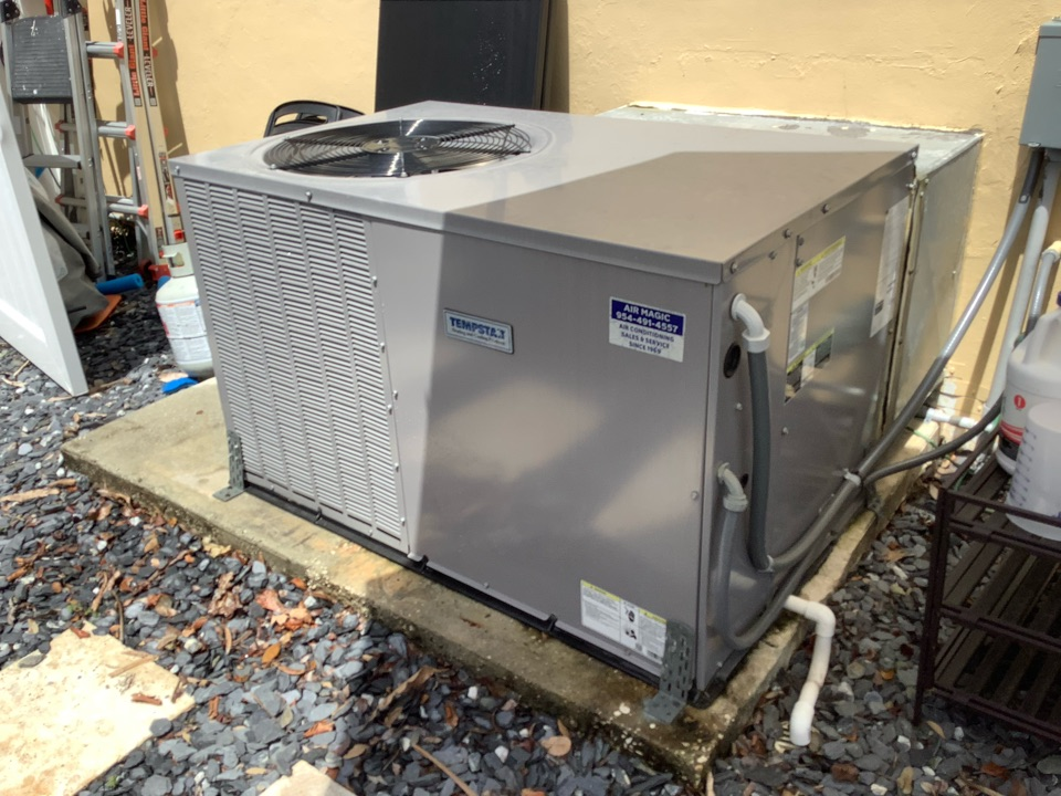 Oakland Park, FL - AC Maintenance Call. Perform routine maintenance per maintenance agreement on air conditioning system.