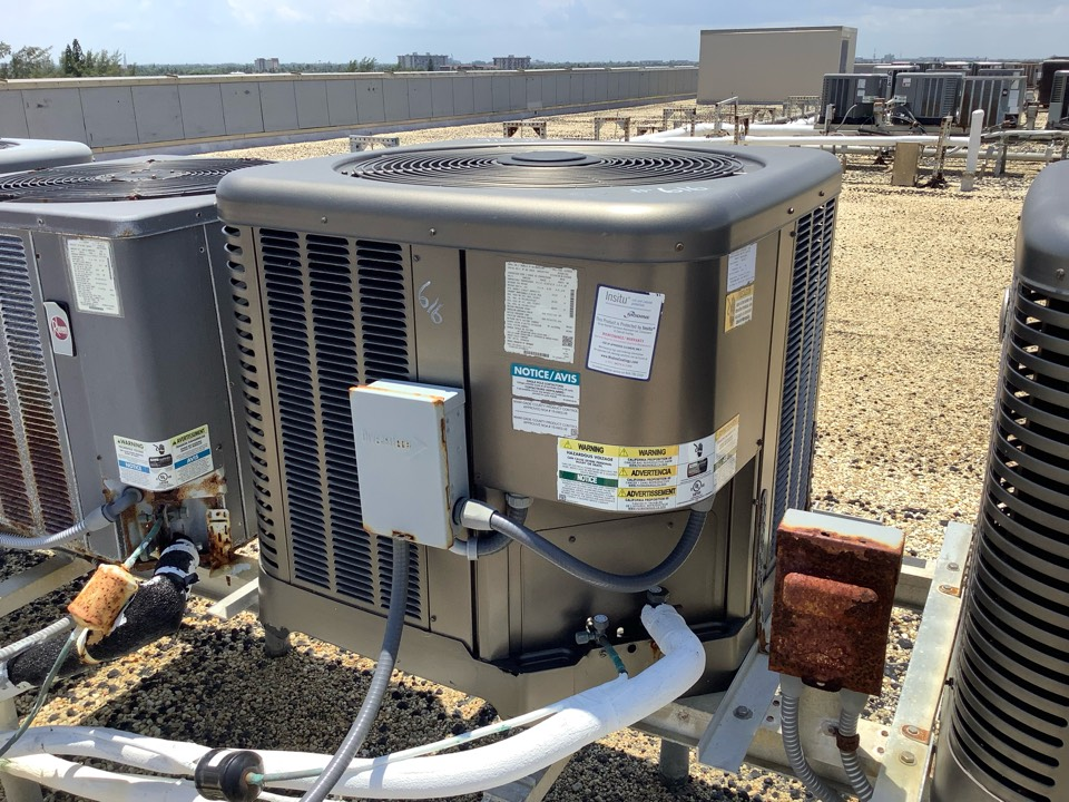 Pompano Beach, FL - AC Maintenance Call. Perform routine maintenance per maintenance agreement on air conditioning split system.