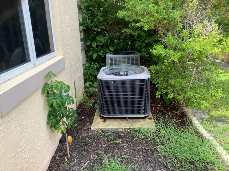 Oakland Park, FL - AC Maintenance Call. Perform routine maintenance per maintenance agreement on Carrier air conditioning system.