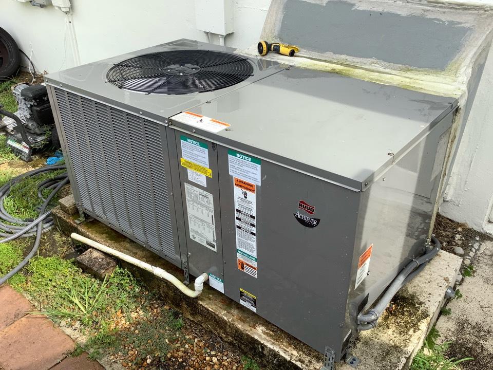 Plantation, FL - AC Maintenance Call. Perform routine maintenance per maintenance agreement on air conditioning system.