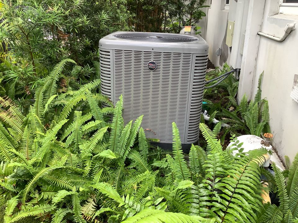 Fort Lauderdale, FL - AC Maintenance Call. Perform routine maintenance on air conditioning split system.