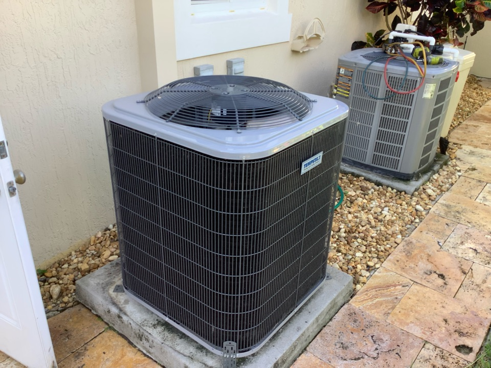 Fort Lauderdale, FL - AC Maintenance Call. Perform routine maintenance per maintenance agreement on American Standard and Tempstar air conditioning split systems.