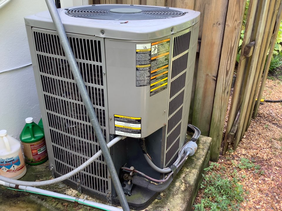 Fort Lauderdale, FL - AC Maintenance Call. Perform routine maintenance per maintenance agreement on air conditioning split system.
