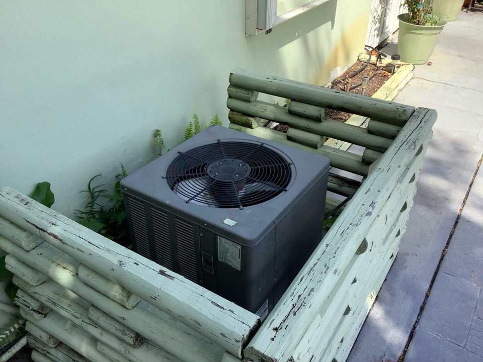 Wilton Manors, FL - AC Service Call. Evaluate system to find system freezing up. Filter was not allowing proper air flow.