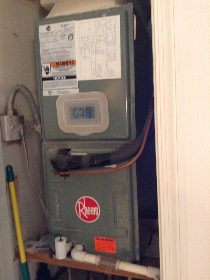 Weston, FL - Maintenance Call. Perform routine maintenance on air conditioning split systems.