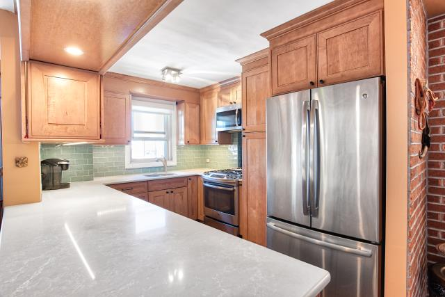 New York, NY - Traditional homestyle design in Inwood area Condo.