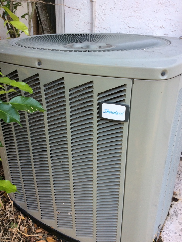 Coral Springs, FL - Replacing bad fan motor and fan blade for American Standard condensing unit. Unbalanced fan blade is causing severe vibration and noise
