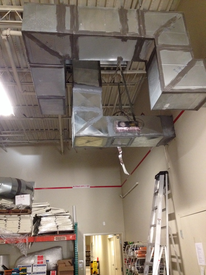 Pembroke Pines, FL - We are at All pets in Pembroke Pines replacing damage duct. Metal duct