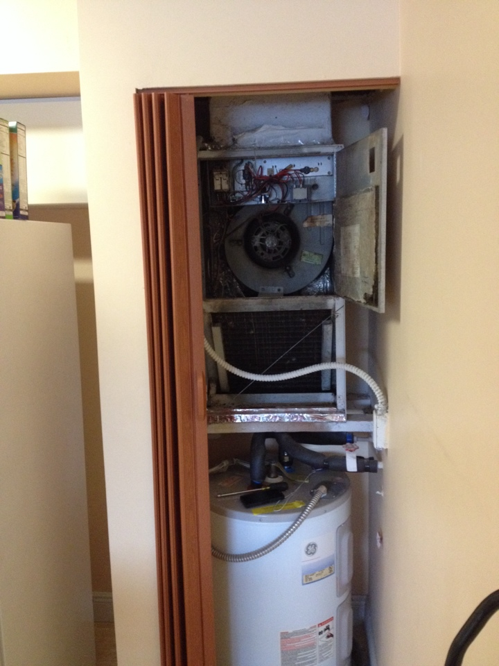Hollywood, FL - I did ac duct cleaning and preventative maintenance. He needs new ac unit