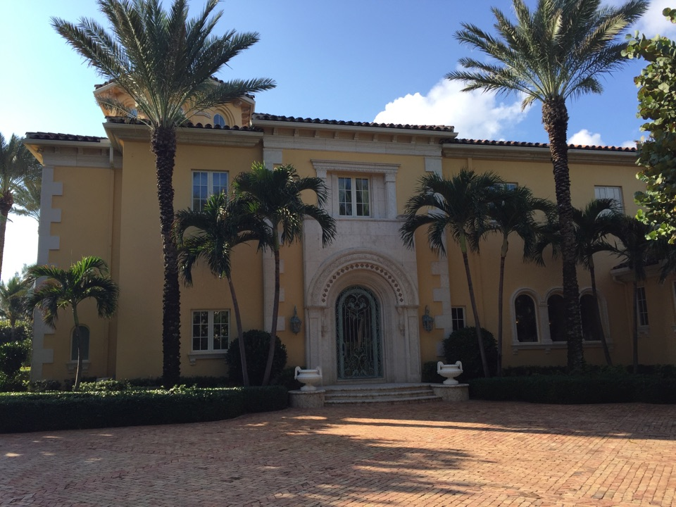 Palm Beach, FL - Investigating source of elevated mold levels in residence on Palm Beach Island.