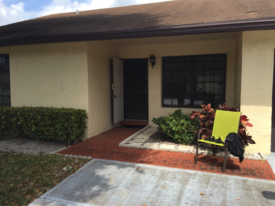 Greenacres, FL - Providing mold remediation estimate to private residence in Greenacres