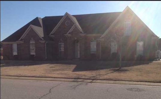 Southaven, MS - This family moved out of the area in 2009, and had this property rented since then. The owner just wants to get rid of it, and is selling just to pay off the mortgage! Hurry! Tell your friends who might be interested in selling that WE BUY HOMES CASH!