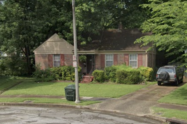 Memphis, TN - Do you have a property that you're looking to sell? We have this property checked out today and according to the owner he just needs to get rid of this property. We Buy properties in CASH and we pay for all the closing costs. Hassle free transaction and no risks at all!