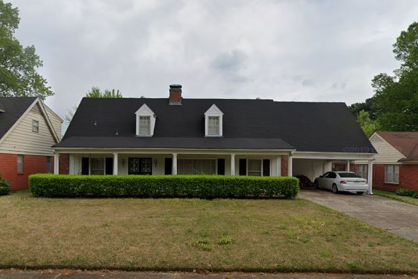 Memphis, TN - The owners of this humble home are ready to move, and so they need to SELL IT FAST! We have just checked on it, and will be sending an offer! Thinking about SELLING YOUR HOME FOR CASH? We got you! Hit us up!