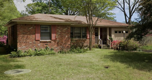 Memphis, TN - We got to talk to this sweet homeowner who wants to sell her lovely house. She said she doesn't want to be stressed out of the process of having people in and out of her house as well as the preparation involved and so we are meeting her today! After today we make an ALL-CASH OFFER and set a Guaranteed CLOSING DATE! This way the seller isn't guessing and can plan out her move without all the hassle.