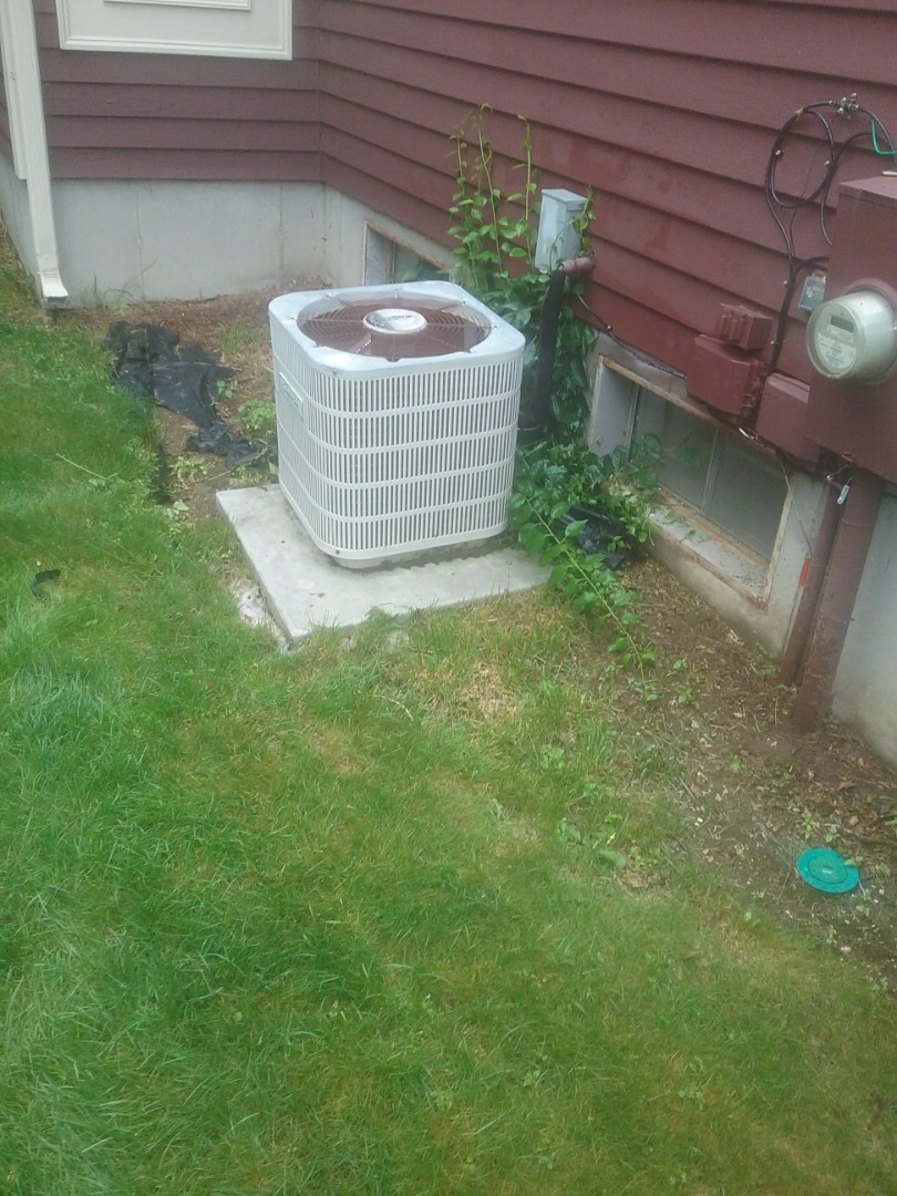 Shrewsbury, MA - Service on a comfort aire condensor