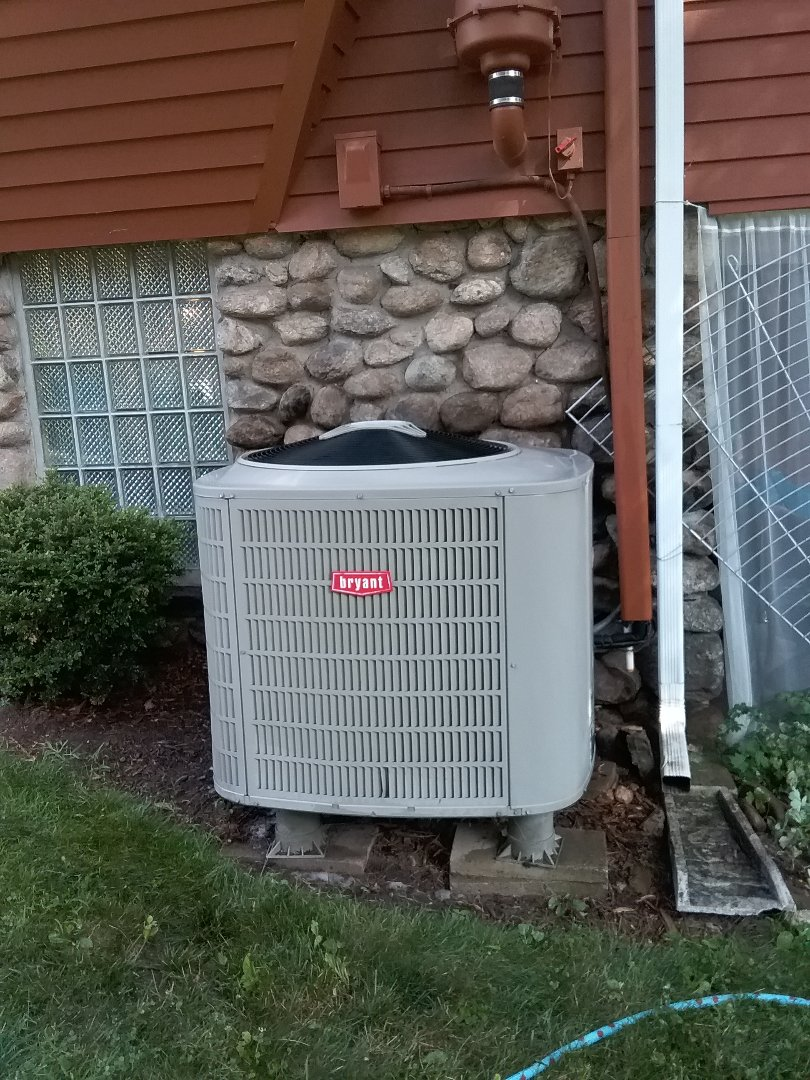 Worcester, MA - Cleaning on a Bryant condenser