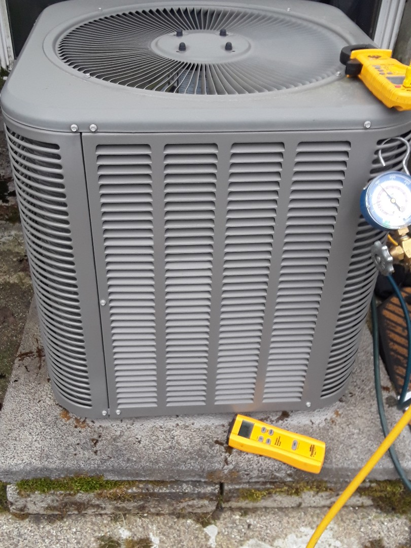 Ayer, MA - Repair on a Lennox AC unit