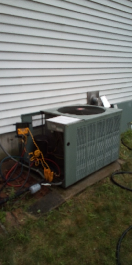 Millbury, MA - Cleaning and refrigerant check  on a Rheem prestige series  condenser