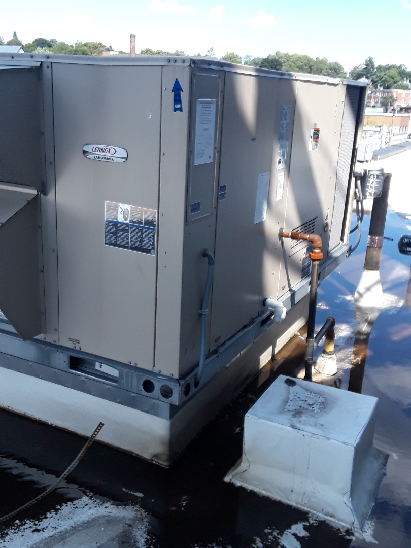 Fitchburg, MA - Clean and Lennox rooftop units