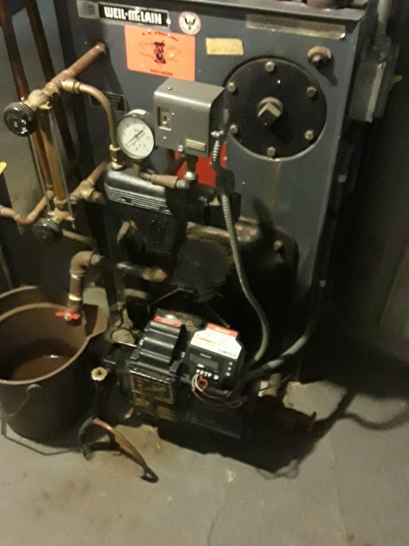Leominster, MA - Clean and cgeck Weil Mclain oil boiler