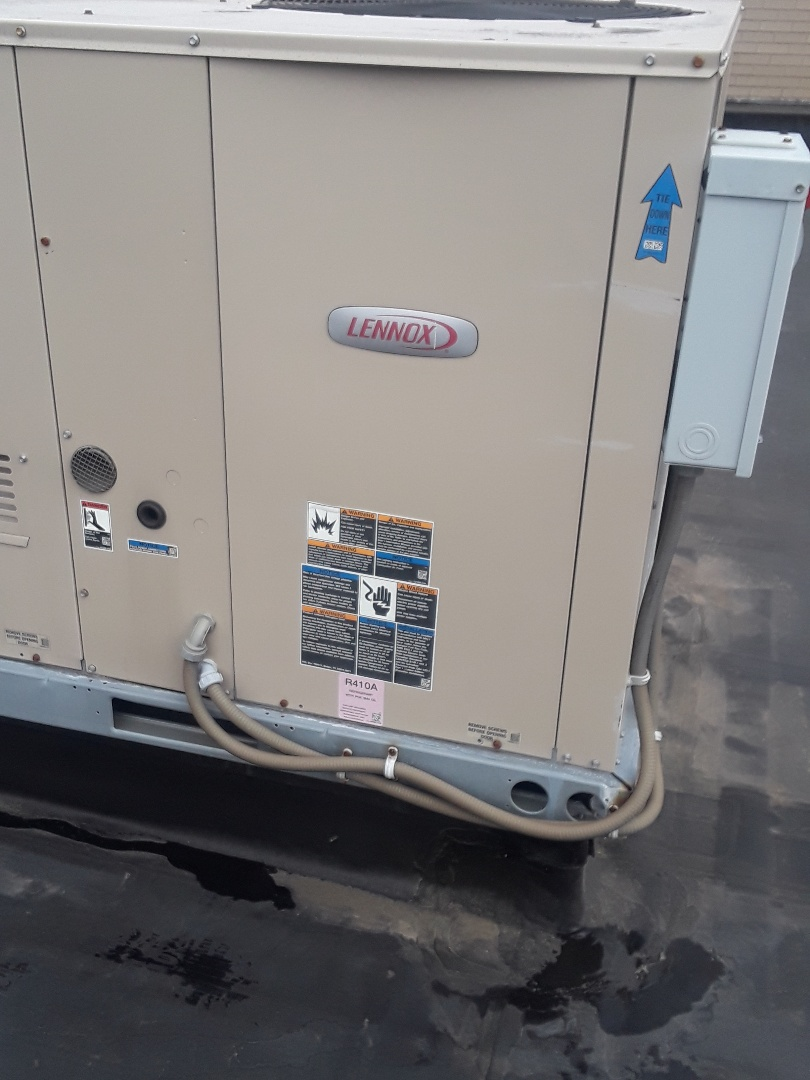 Fitchburg, MA - Clean and check Lennox Roof top unit