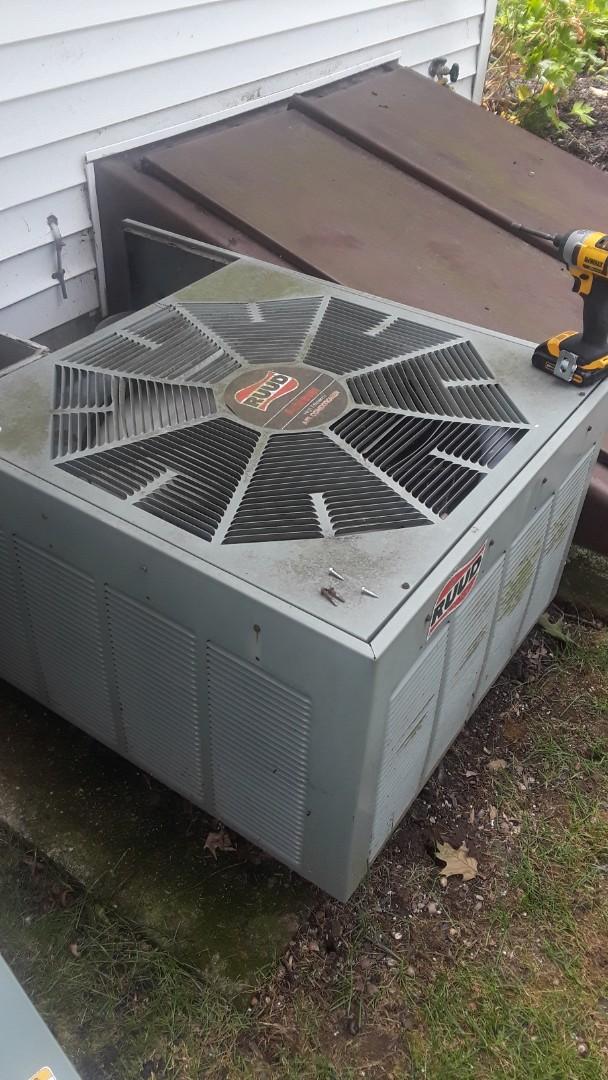 Shrewsbury, MA - Repair on a Ruud AC unit