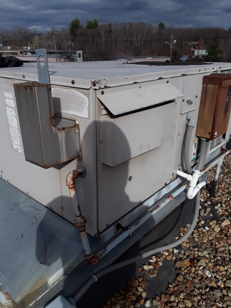 Leominster, MA - Repair on a Lennox rooftop unit