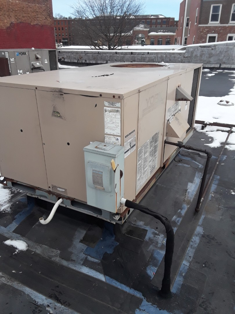 Fitchburg, MA - Blower replacement on a York rooftop unit