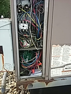 Leominster, MA - Replacing control board on a York rooftop unit