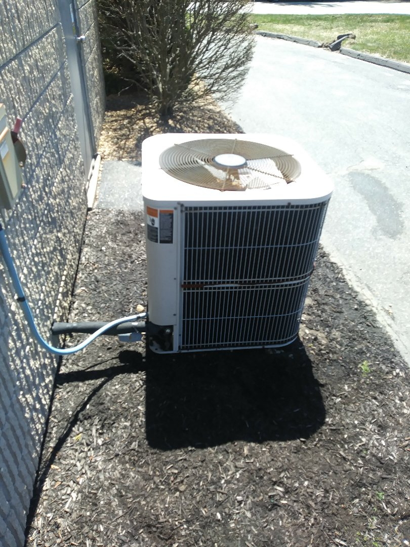 Shrewsbury, MA - Cleaning and check on lennox a/c